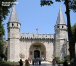 Gate_of_Salutation_Topkapi_Istanbul_2007_Pano[1]